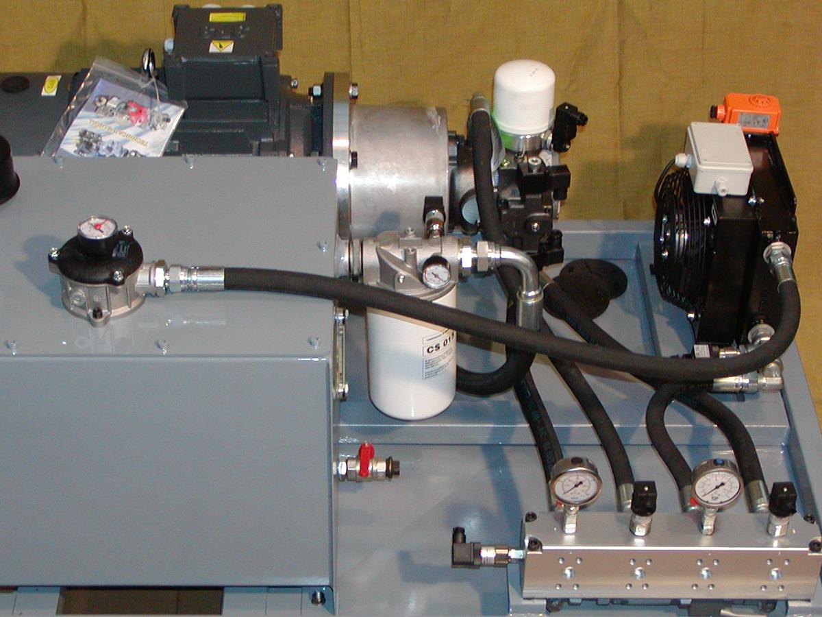 Centralina oleodinamica per comando per circuito mescolatore